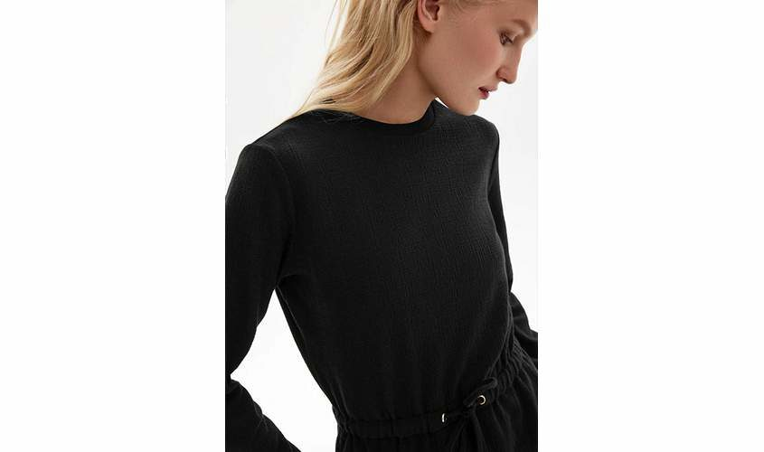 Платье черное трикотажное